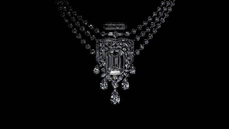 Le collier en diamants Chanel pour les 100 ans du parfum N°5