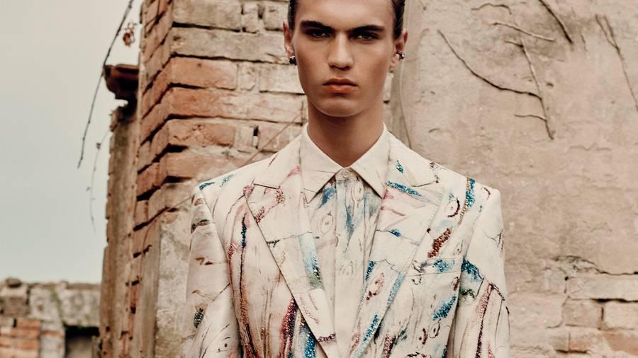 Alexander McQueen s'inspire de l'œuvre de William Blake pour sa collection homme printemps-été 2022